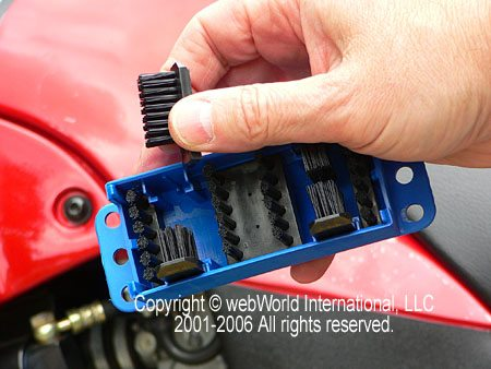 Interior view of the Kettenmax Chain Cleaner box