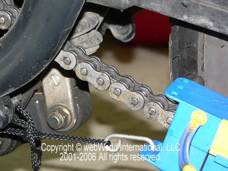 Securing the Kettenmax Chain Cleaner