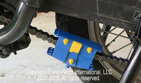 Kettenmax Chain Cleaner clamped over chain
