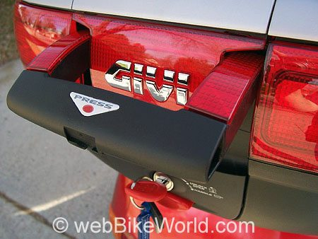 Givi Luggage - Givi E52 Handle and Locking Mechanism