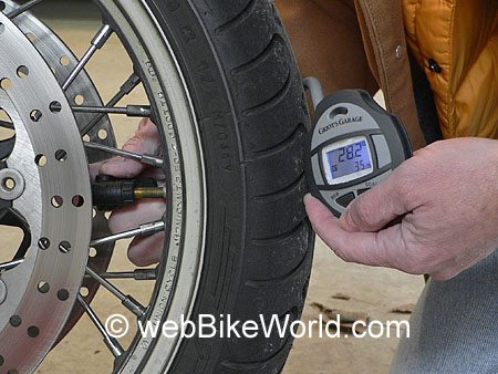 "Taking tire pressure using the valve head ""backwards"""
