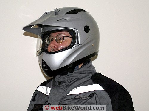 Zeus ZS-2100 B Helmet on Rider