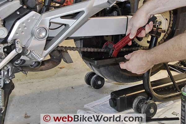 Using the Grunge Brush with the Chain Drain Chain Cleaner and Chain Cleaning System