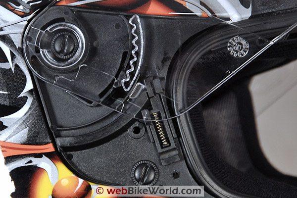 GMAX GM68S Motorcycle Helmet - Visor Removal