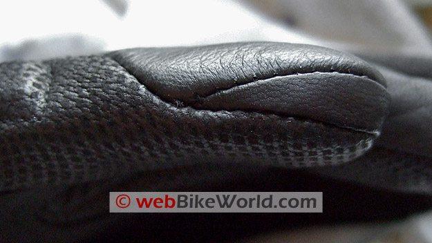 REV'IT! Kelvin Gloves - Close-up of fingertip