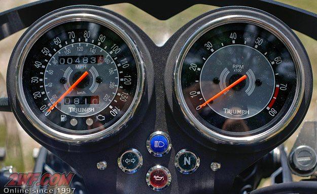 2009 Triumph Bonneville SE Instruments