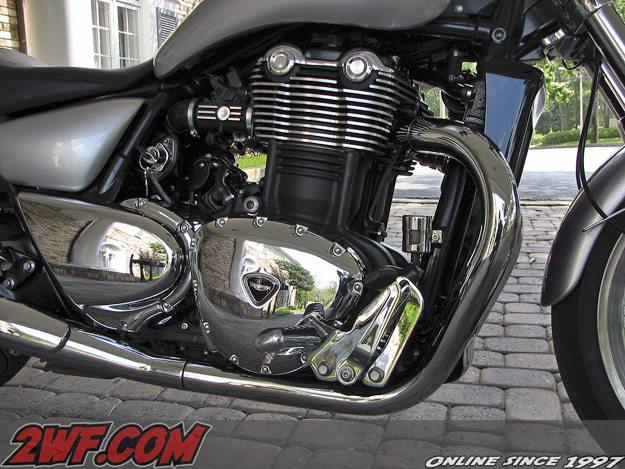 2010 Triumph Thunderbird - Engine