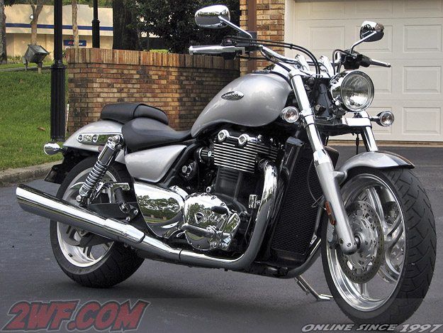 2010 Triumph Thunderbird - Right Side