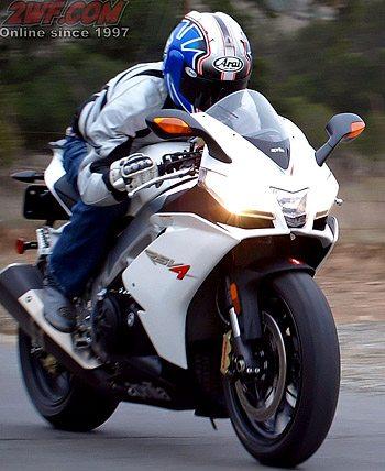 Aprilia RSV4R - Rider