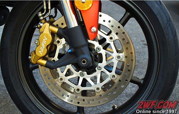 Triumph Street Triple R - Brakes