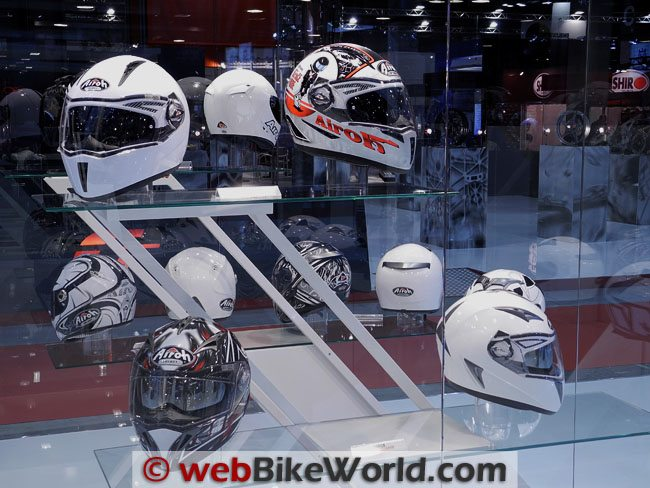 Airoh Helmet Display