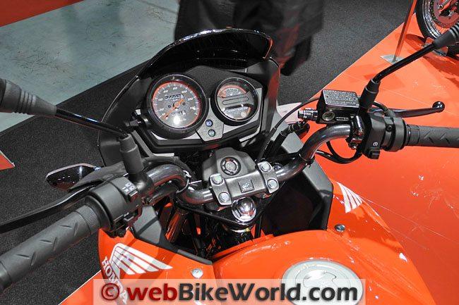 Honda CBR125R - Instruments