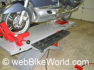 Optional tool tray on table lift side