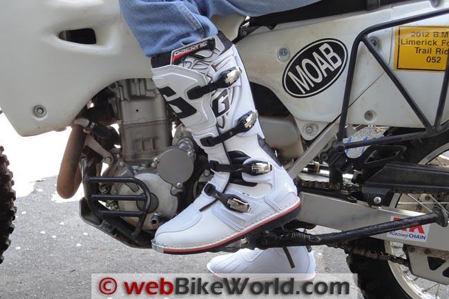 Gaerne Boots on Suzuki DRZ400S