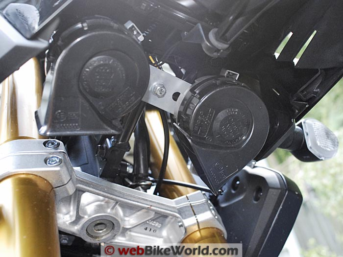 Stebel Magnum Horns Installed on Suzuki V-Strom