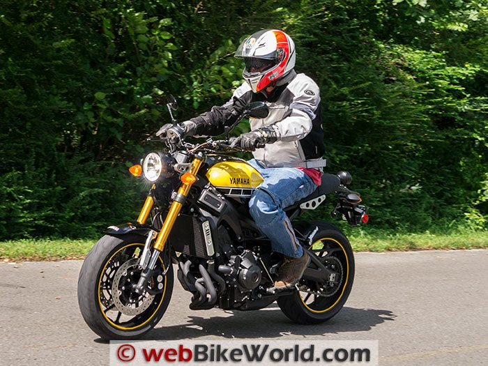 Yamaha XSR900 Left Side Rider