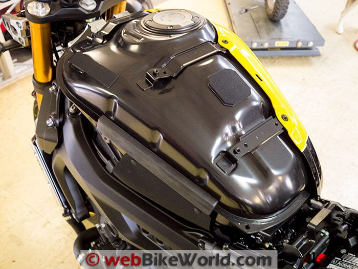 Yamaha XSR900 Tank Panel Removed