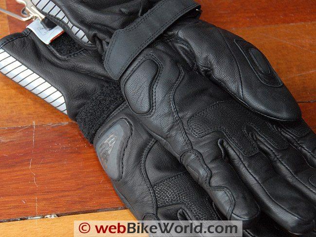 Rev'it Alaska Gloves - Sliders comparison