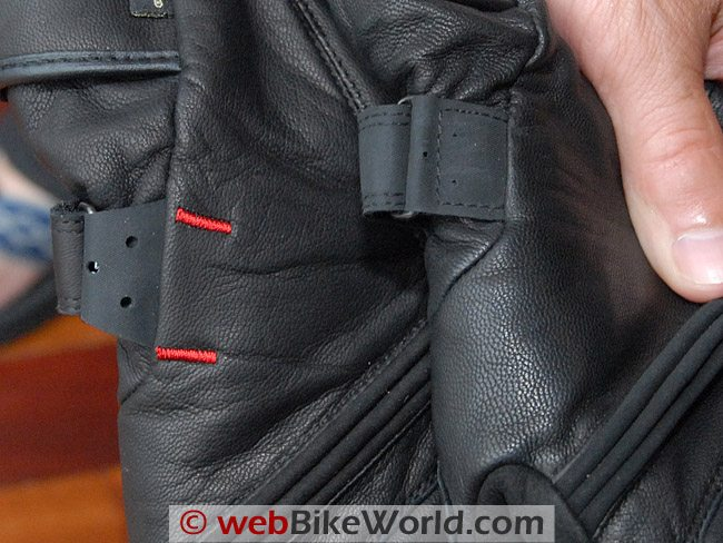 Stitching and reinforcement of Rev'it Alaska glove