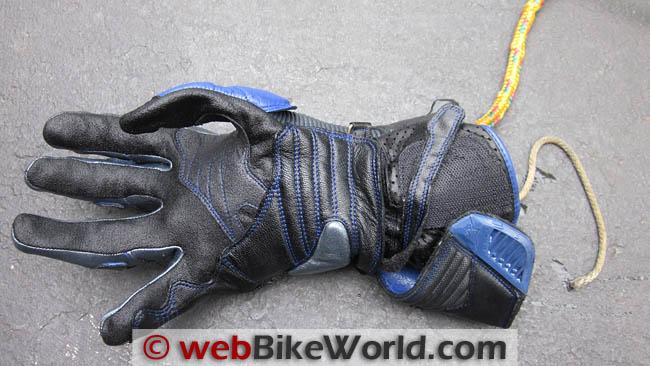 Wet glove