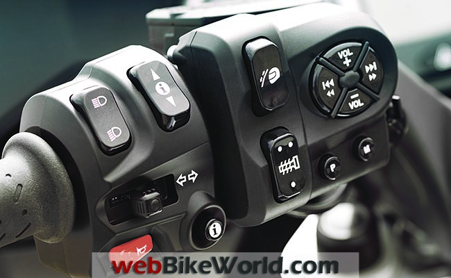 2013 Triumph Trophy Controls