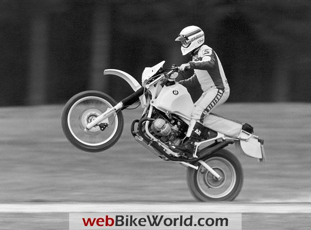 Wheelie on the BMW R 100 GS