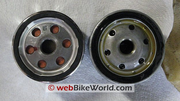 Amsoil EAOM138C (left); Ducati 444.4.003.4A (right). Top View.