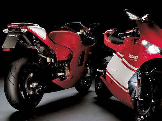 Ducati Desmosedici RR - Front and Rear Views