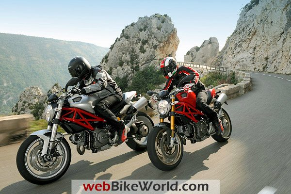 Ducati Monster 1100 - On the Road