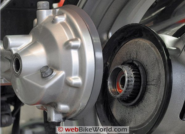 FJR 1300 rear wheel removal, final drive and splines.