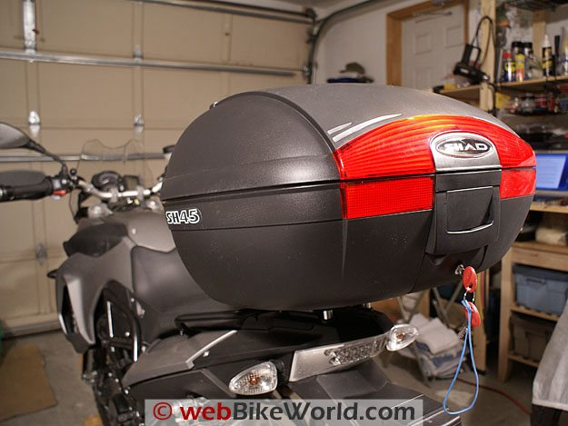 SHAD SH45 Top Case on a BMW F800GS.