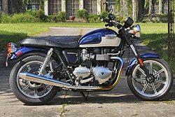 Triumph Bonneville SE Review