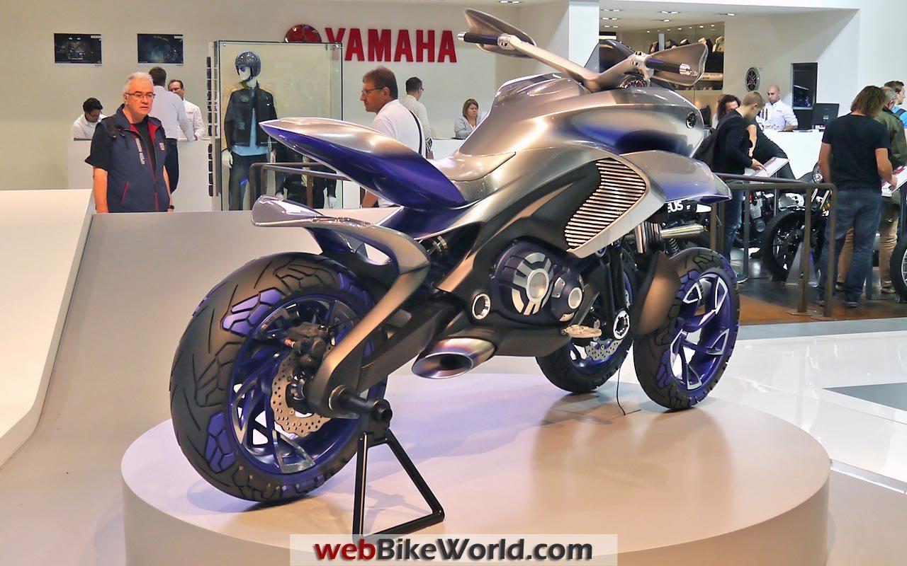 La LIVE 3.5 est sortie ! Yamaha_3wheel_motorcycle_concept_rear