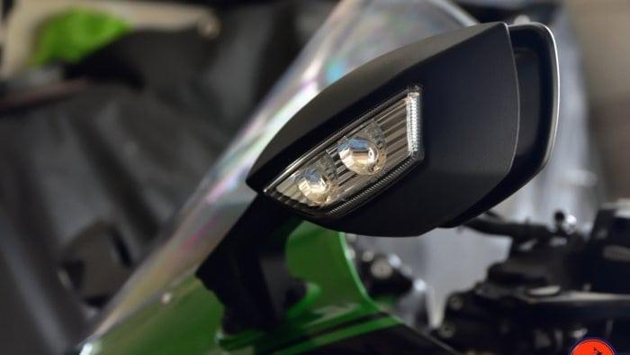 2018 Kawasaki Ninja H2SXSE front turn signal.