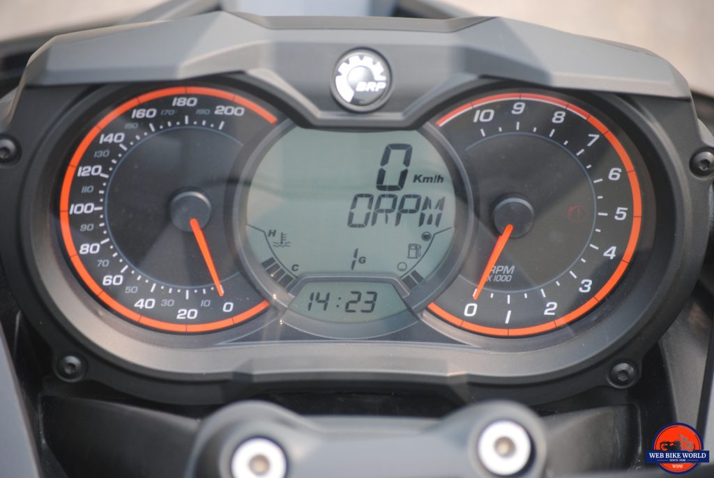 CAN-AM F3-S Spyder digital & analog instrument cluster