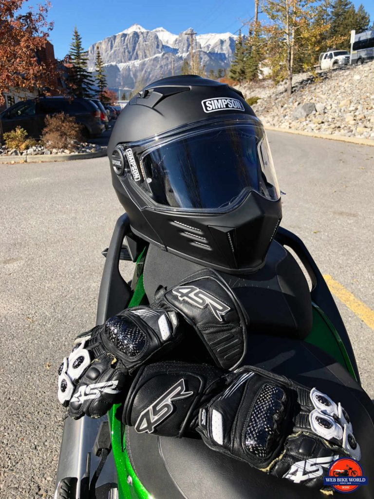 Simpson Mod Bandit helmet in Canmore, Alberta with 4SR 96 Stingray gloves.