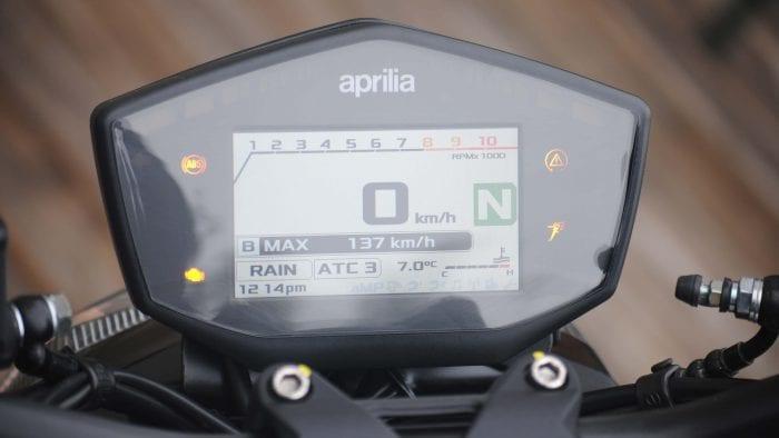 2018 Aprilia Shiver 900 tank digital instrument