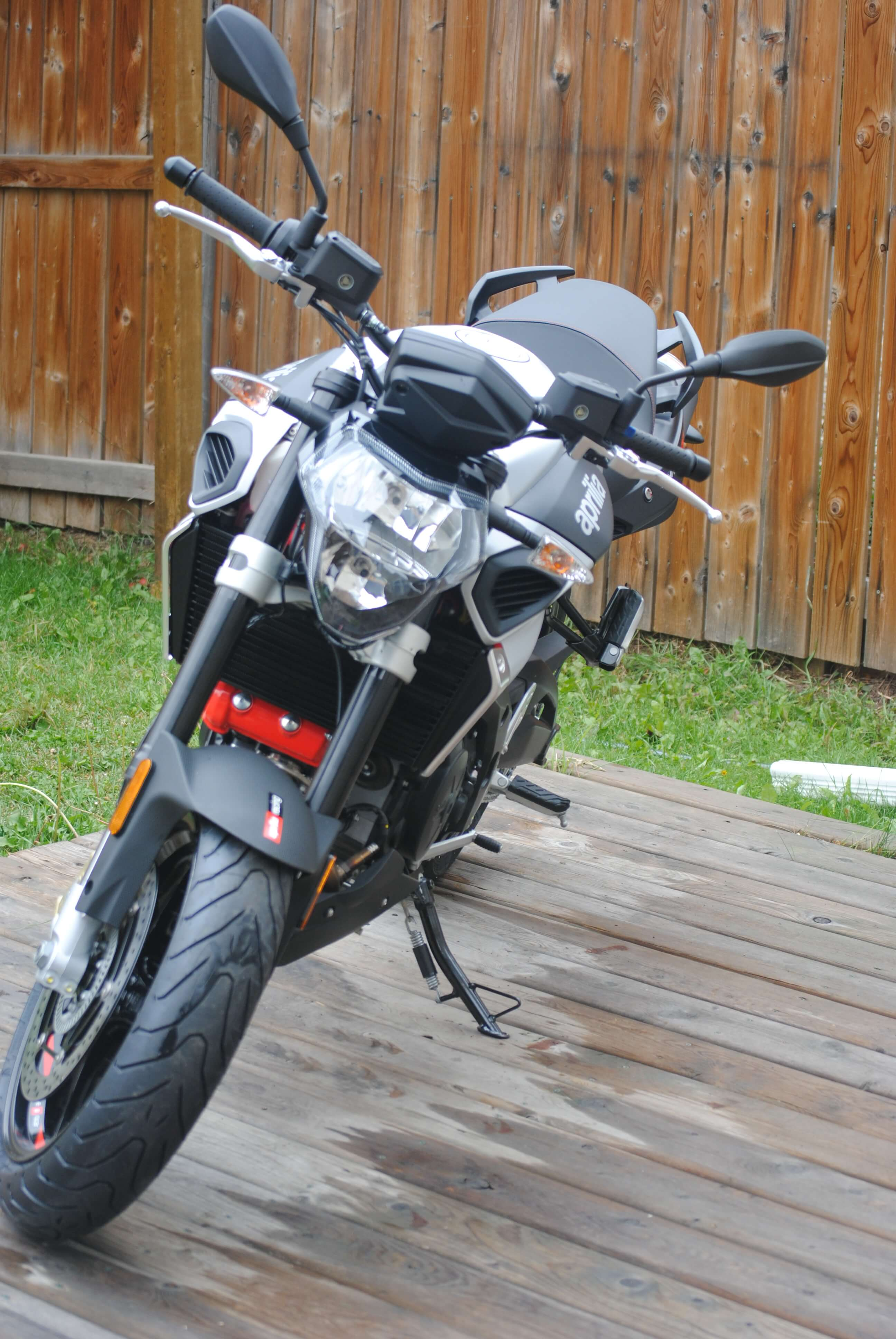 2018 aprilia shiver 900 review. Black Bedroom Furniture Sets. Home Design Ideas