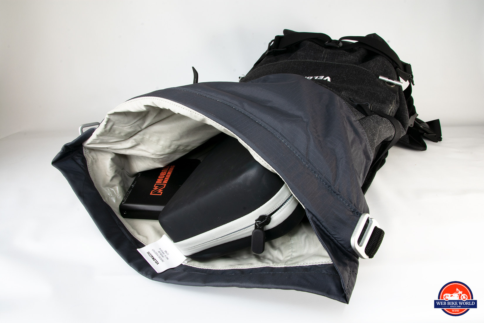 b26c9f429e Velomacchi 40L Speedway Backpack Hands-On Review