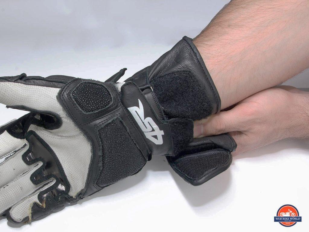 4SR 96 Stingray gloves wrist closure.