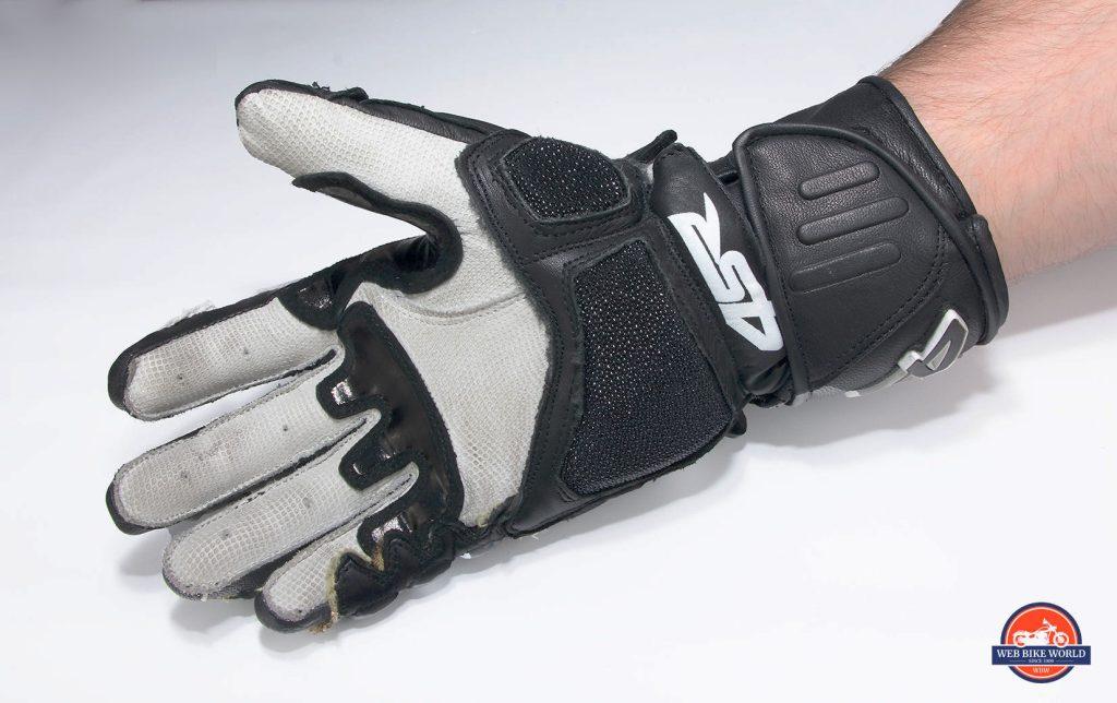 4SR 96 Stingray gloves palm.