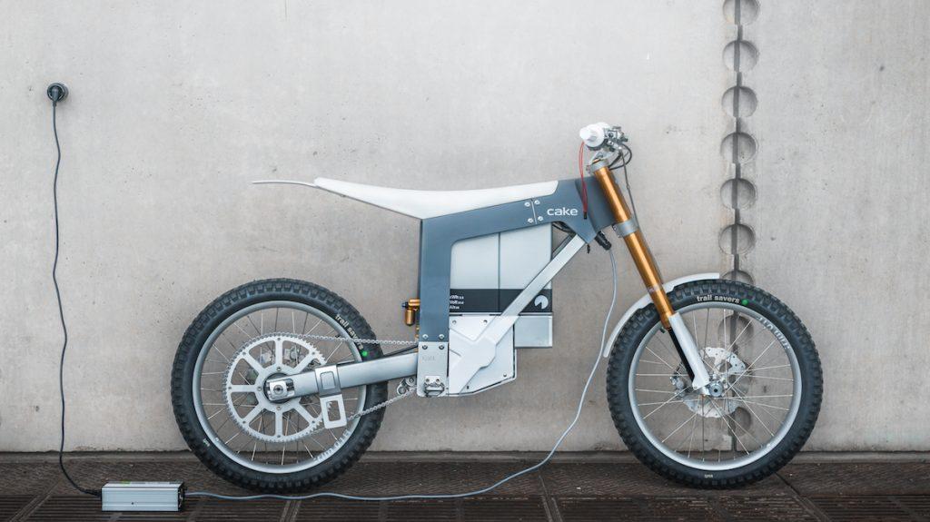 Cake Kalk electric bike charging