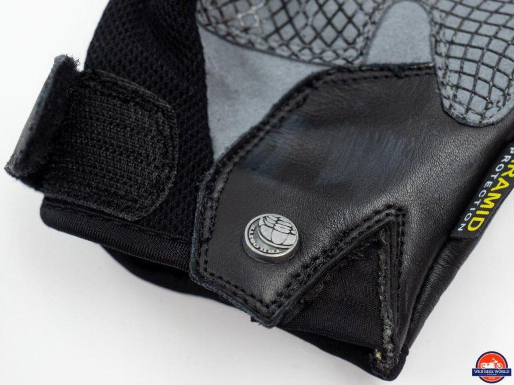 Trilobite Comfee Gloves cuff