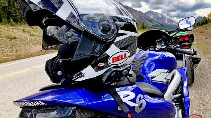 Bell SRT Modular helmet on a Yamaha R6.