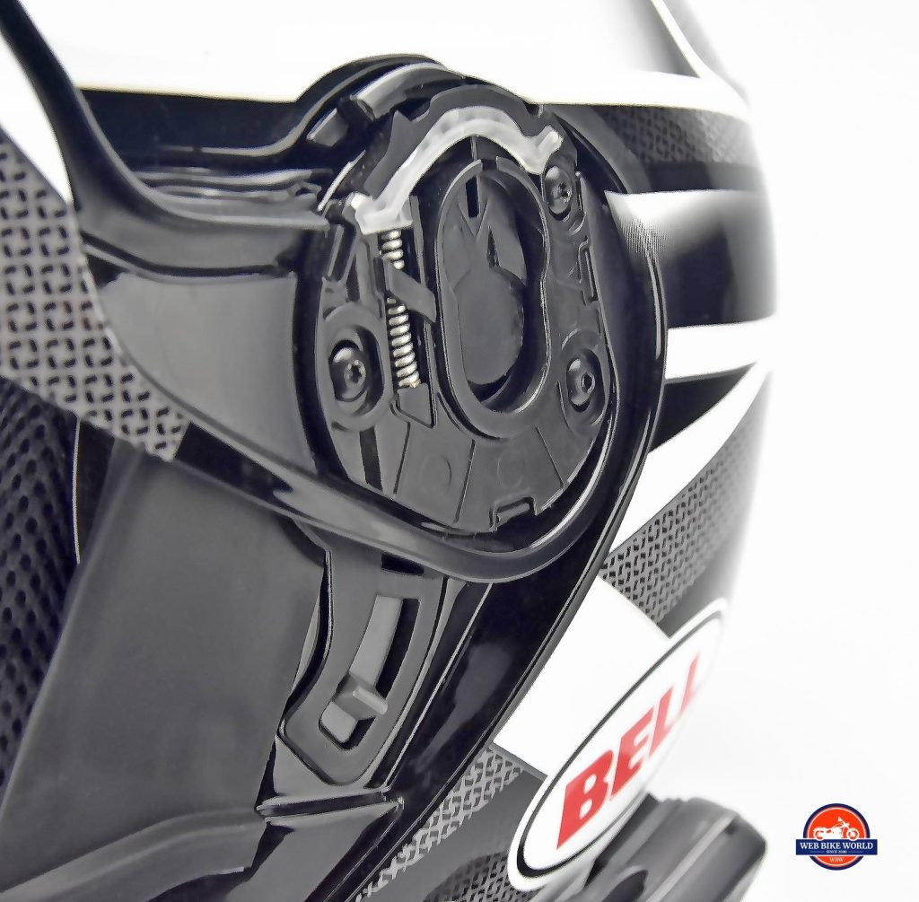 The Bell SRT Modular hinge and visor lock.
