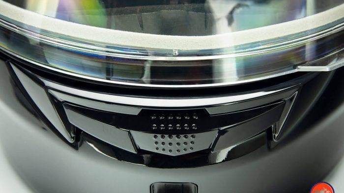 GMax MD01 helmet chinbar vent closed.