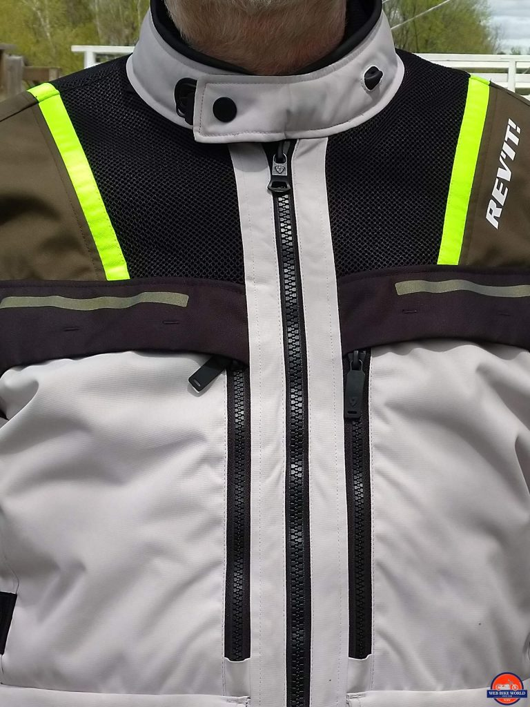 REV'IT! Offtrack Adventure Jacket mandarin-style collar with REV'IT! flexsnap mechanism