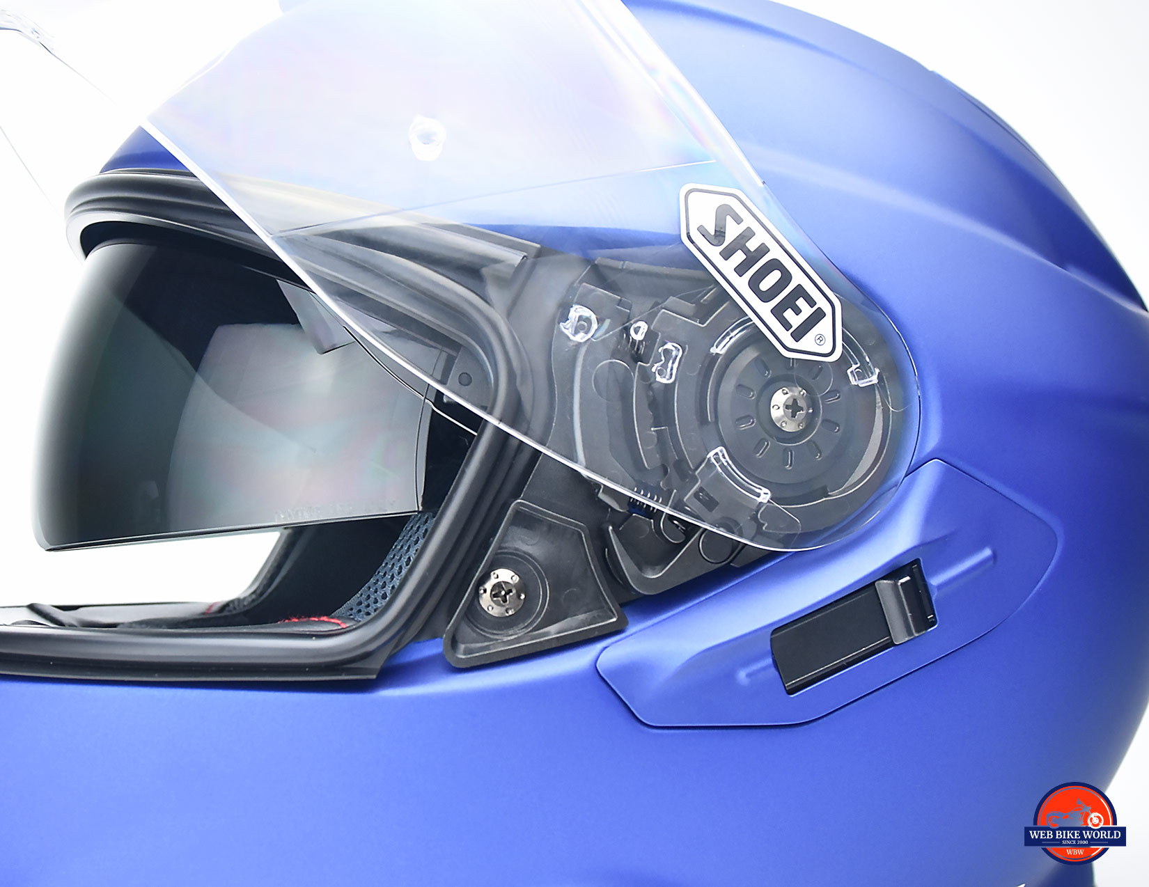Hinge and internal sun lens on the Shoei GT Air II