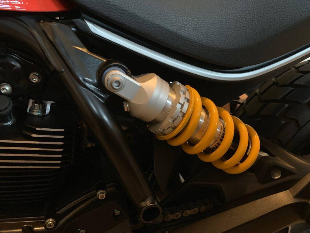 Lowering a Ducati Scrambler, closeup of the Öhlins shock installation