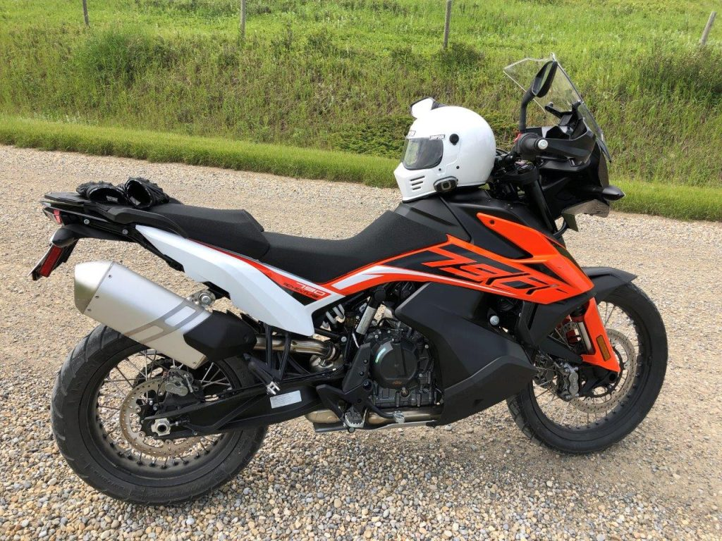 KTM 790 adventure and Simpson Outlaw Bandit.